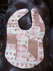 Pretty Patchwork Bib Tutorial by Bec from Mellebug.