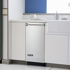 """15"""" Wide Trash Compactor (FCU) with Door Panel in 9-12 Exclusive Finishes - Viking Range, LLC"""