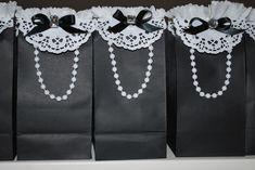 Cute gift bags…… – black womens bag, online shopping bags for ladies, bags for ladies online *ad Source by bags_bag Paper Bag Crafts, Paper Gifts, Paper Bags, Cute Gifts, Diy Gifts, Great Gifts, Creative Gift Wrapping, Creative Gifts, Wrapping Ideas