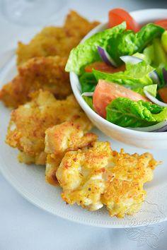 Kotleciki z kurczaka z serem i majonezem to pyszna propozycja obiadu dla wszystkich fanów kurczaka. Pożywne, aromatyczne, smaczne! Jeżeli lubicie kotlety z piersi kurczaka czy pierś kurczaka w płatkach kukurydzianych, ta propozycja z serem i majonezem także przypadnie Wam do gustu, będzie ciekawą odmianą. Smacznego! B Food, Good Food, Food Porn, Yummy Food, Main Meals, My Favorite Food, Food To Make, Dinner Recipes, Food And Drink