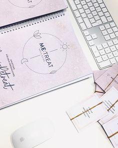 """Katharina Job   Kathie's Cloud on Instagram: """"Dieses Gefühl, wenn auf einmal das Ergebnis von über einem Jahr Arbeit vor dir greifbar auf dem Schreibtisch liegt - einfach unbezahlbar ✨💕…"""" Instagram, Table Desk, Writing, Tutorials, Simple"""