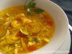 Caceroladas: Sopa de pescado con fideos Venezuelan Food, Venezuelan Recipes, Spanish Kitchen, Latin Food, Fish And Seafood, Soups And Stews, Thai Red Curry, Spaghetti, Ethnic Recipes