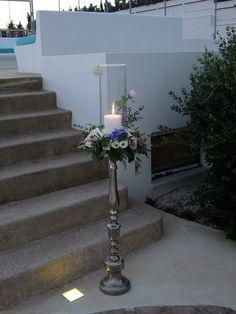 #lesfleuristes #ανθοπωλειο #γαμος #νυφη #διακοσμηση #λουλουδια #δεξιωση #ανθοστολισμος Flower Arrangements, Stairs, Flowers, Home Decor, Floral Arrangements, Stairway, Decoration Home, Staircases, Room Decor