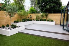 Garden Design Minimalist Garden photos: Small, low maintenance garden I homify - Here you will find photos of interior design ideas. Get inspired! Back Garden Design, Modern Garden Design, Fence Design, Diy Garden, Garden Beds, Terrace Garden, White Garden Fence, White Fence, Garden Tools