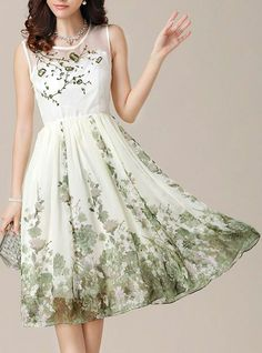 I really like the airy feeling of this dress. Almost like a modern day Gone With The Wind BBQ scene dress.