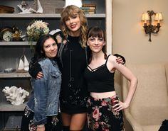 Taylor Swift News (@TSwiftNZ)   Twitter 15 Taylor Swift, Tegan And Sara, Cory Booker, Latest Instagram, Lily Aldridge, Katy Perry, Rihanna, Twitter, Cats