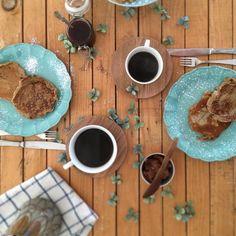 Das nossas rotinas de domingo e do tempo que passamos à volta da mesas nestas manhãs • #omeucafédamanha  Bom dia! 13.9.15
