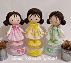 """sonia mendes biscuit on Instagram: """"E esse trio?? 😍😍😍 Orçamentos pelo link do WhatsApp na bio. . . #Bonequinhasdebiscuit #Festabonecas #Doll #bonequinhas #Decoracaobonecas…"""""""