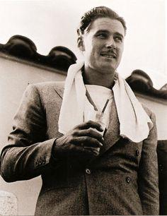 Hollywood legend Errol Flynn was an Australian actor – Hollywood Men, Old Hollywood Stars, Vintage Hollywood, Classic Hollywood, Hollywood Style, Actors Male, Handsome Actors, Actors & Actresses, Errol Flynn
