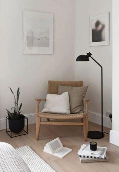 Beige Walls Bedroom, Beige Room, Beige Living Rooms, Small Room Bedroom, Bedroom Decor, Lounge Chair Design, Bedroom Lounge Chairs, Kitchens And Bedrooms, Minimalist Room