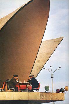 """В 1977 году американское Национальное географическое общество выпустило книгу """"Путешествие по России: Советский Союз сегодня"""", рассказывающую про историю,культуру и быт народов СССР. Авторы книги журналист Bart McDowell и фотограф Dean Conger провели в СССР два года и, объехав все…"""