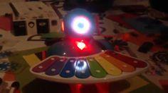 Robot Dash se učí hrát naši projektovou hymnu