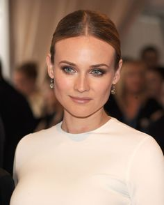 Diane Kruger inspired wedding makeup look for brunettes. Smokey eyes and sculpted cheeks. Best Bridal Makeup, Wedding Makeup Tips, Natural Wedding Makeup, Wedding Hair And Makeup, Wedding Beauty, Hair Makeup, Eye Makeup, Bride Makeup, Bridal Hair