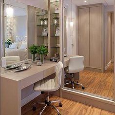 Boa noite amores! Detalhes de um belo quarto de casal!  Projeto by Arq M Baptista! @bloghomeluxo @homeluxoimoveis #inspiration #interiordesign #design #decoracao #decor #olioliteam #olioli #bloghomeluxo #decor4home