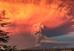 Smoke and ash rise from the Calbuco volcano as seen from the city of Puerto Montt in Chile, in this April 22 image by Rafael Arena Pictures Of The Week, Cool Pictures, Social Photo, Chili, Paris Match, Most Popular Instagram, Scene Image, Lakes, Awesome