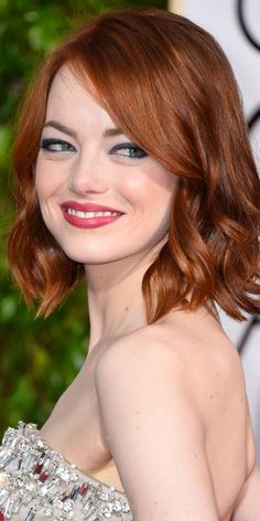 Emma Stone Hair Color Makeover | Hair Color Trends 2017 Ideas and Highlights for your unique hair Auburn Hair, Emma Stone Red Hair, Emma Stone Haircut, Emma Stone Hairstyles, Curled Hairstyles, Emma Stone Makeup, Short Hairstyles, Pretty Hairstyles, Latest Hairstyles