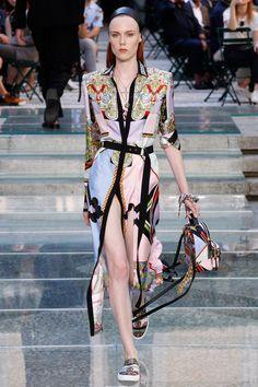 Versace Spring 2018 Menswear Fashion Show