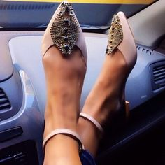 kitten heels // classic pink shoes