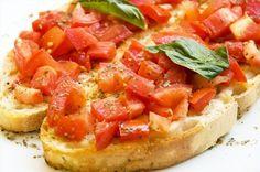 Bruschetta - A Bruschetta funciona como entrada de uma refeição, mas pode ser também um leve e rápido jantar acompanhado de sopa e fruta, por exemplo.
