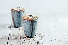 Marshmallows und heiße Schokolade: Perfect match fürdeine Gäste Tchibo Coffee, Coffee Service, Good To Know, Hot Chocolate, Candle Holders, Toast, Coffee Shop, Marshmallows, Lasagna