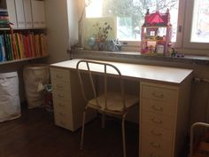 Oskari's school table