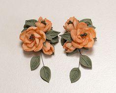 Peony bloemen oorbellen. Polymeer klei floral door JewelleryForWorld