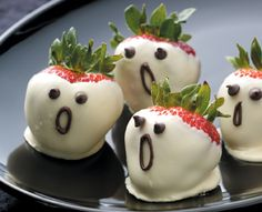 Strawberry ghosts for your little ghouls!