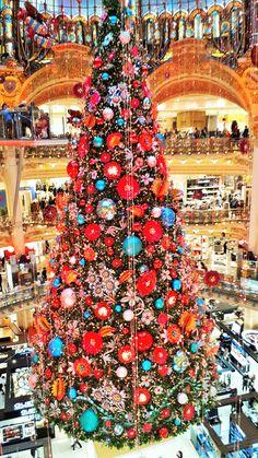 Les Galeries Lafayette Galeries Lafayette, Paris, Christmas Tree, Holiday Decor, France Travel, Teal Christmas Tree, Montmartre Paris, Paris France, Xmas Trees