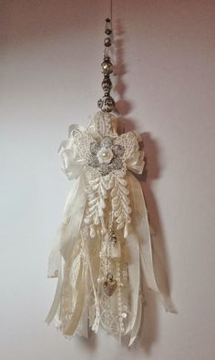 Shabby Chic Lace Tassel by Anne Rostad. Click picture for tutorial on my blog :-) Shabby Chic Flowers, Shabby Chic Frames, Shabby Chic Pillows, Shabby Chic Chairs, Shabby Chic Dining, Chabby Chic, Shabby Chic Farmhouse, Chic Bedding, Vintage Shabby Chic