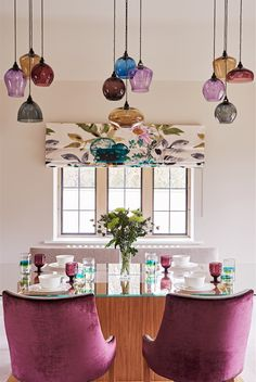 Colorful dining space - All For Decoration Chandelier In Living Room, Dining Room Lighting, Home Lighting, Interior Design Services, Home Interior Design, Interior Decorating, Dining Room Design, Dining Room Furniture, Diy Lampe