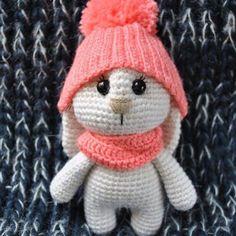 Adorable bunny with hat - free amigurumi pattern