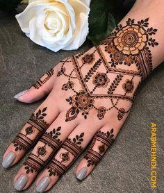 50 Simple Arabic Mehndi Designs For Left Hand - Buzz Hippy Henna Hand Designs, Round Mehndi Design, Mehndi Designs Finger, Latest Henna Designs, Simple Arabic Mehndi Designs, Modern Mehndi Designs, Mehndi Designs For Beginners, Mehndi Designs For Fingers, New Bridal Mehndi Designs