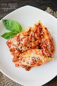 Looking for a quick weeknight dinner? These lasagna stuffed shells are quick to whip up and oh so delicious!