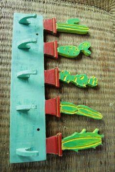 Llavero Perchero Cactus En Madera Pintado - $ 200,00 en Mercado Libre Wood Crafts, Diy Crafts, Cactus Painting, Wooden Cutouts, Desert Art, Cactus Decor, Decoupage, Craft Work, Diy Room Decor