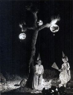 Vintage Halloween Night photo - so sweet and fun! #vintage #Halloween