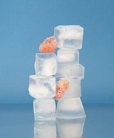 Hay muchas terapias que son usadas para aliviar el dolor. La de frío y calor es una de las más utilizadas tradicionalmente. Mediante los años se han Ice Pictures, Ice Images, Schmidt, Ice Cubes Image, Get Rid Of Hiccups, Room Cooler, How To Get Bigger, Allergies, Exercises