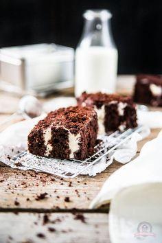 Hallo meine Lieben, heute gibt es mal wieder ein Rezept für die schnelle Kuchenbäckerküche! Man kann ja nicht immer nur mit großen, aufwändigen Torten auffahren, oder? Manchmal sind die kleinen, einfa