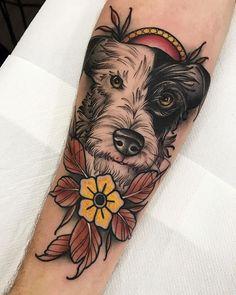 Ownnnn! Como não amar esse doguinho feito por @carlosalbuquerqueink?!   Quer aparecer aqui em nossa página? Use #tattoo2me. Time Tattoos, Body Art Tattoos, Cool Tattoos, Tatoos, Traditional Tattoo Dog, Tattoo Perro, Cat And Dog Tattoo, Chihuahua Tattoo, Dog Portrait Tattoo