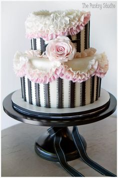 I want this for my Sweet 16 next year super badly but with 3 layers!