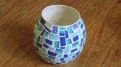 Blaue Vase / Korb mit Mosaikmuster aus Altpapier / von fantasmania