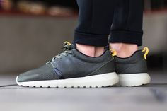 on sale 2afcd 22e19 Nike Roshe Run NM FB