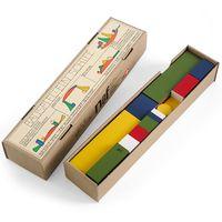 Bauspiel (Juego de construcción)  Alma Siedhoff-Buscher diseñó en 1923 este juego de construcción (Bauspel) durante sus estudios en la Bauhaus. Los bloques de diferentes formas permiten una infinita cantidad de posibilidades: casas, barcos y formas de fantasía.
