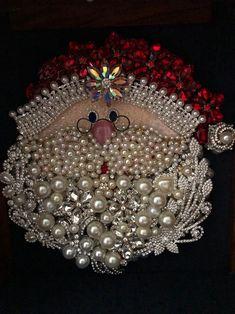 Costume Jewelry Crafts, Vintage Jewelry Crafts, Jewelry Frames, Jewelry Tree, Jewelry Ideas, Christmas Jewelry, Christmas Art, Christmas Projects, Christmas Scenery