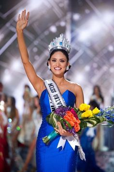 Miss Philippines Pia Alonzo Wurtzbach was crowned Miss Universe 2015 Sunday Miss Universe Crown, Miss Universe 2015, Miss Universe Philippines, Miss Philippines, Pageant Tips, Beauty Pageant, Miss Colombia, Filipina Beauty, Miss Usa