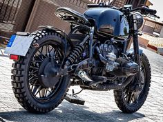 This is a custom motorcycle made by Fran Manen (Lord Drake Kustoms) based on a BMW and in a Cafe Racer and Scrambler style. Custom Bmw, Scrambler, Drake, Boxer, Honda, Motorcycle, Style, Motorbikes, Swag