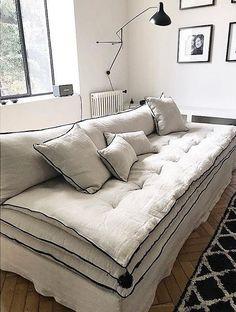 """Le canapé en lin, un """"must have"""" en décoration – Mariekke - DIY Möbel Crate Furniture, Furniture Design, Rooms Furniture, Furniture Online, Furniture Ideas, Living Room Sofa, Living Room Decor, Living Rooms, Canapé Diy"""