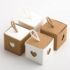 Wedding and Party Favour Cube Box with Cord and Heart Sleeve – DIY Event Diy Gift Box, Diy Box, Diy Gifts, Gift Tags, Wedding Favor Boxes, Favour Boxes, Kraft Gift Boxes, Explosion Box, Gift Packaging