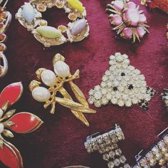 Next up some super fab #vintagebrooches at #durhamdoesvintage today! We do love #durham such lovely customers!!! #britaindoesvintage #bdvoutandabout