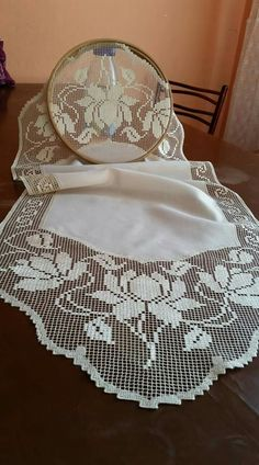 This Pin was discovered by Seb Crochet Books, Crochet Art, Thread Crochet, Crochet Stitches, Crochet Curtains, Crochet Tablecloth, Crochet Doilies, Filet Crochet Charts, Crochet Borders