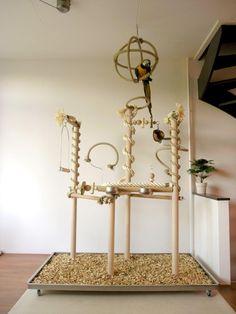 Een speelparadijs voor uw vogel. Speelbomen worden naar wens en op maat gemaakt, opbouw en inrichting worden volledig afgestemd op uw vogel.